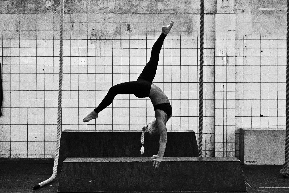 SLK arch handstand