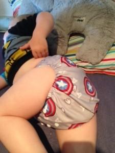 overvej lige hvor lækre stofnumserne er! Den lille viking i sin Captain America ble.