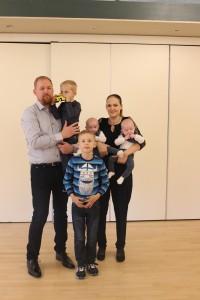 Mor til tvillingedrenge og deres 2 storebrødre