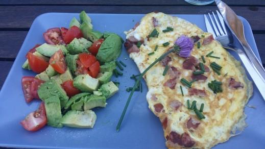 En stilfuld morgenmad når man spiser LCHF. Det er vigtigt, vi spiser jo bl.a. med øjnene! For flere gode morgenmads ideer, så besøg min blog: http://blogs.min-mave.dk/loevemor